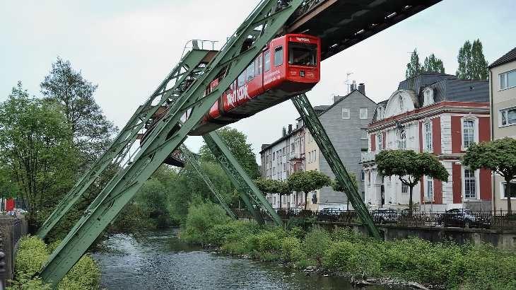 Wuppertal-100508-12833-Uferstraße von Mbdortmund, lizenziert unter GFDL 1.2